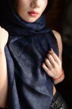 тонкий широкий легкий шарф с узором ПЕЙСЛИ ДОТ Синий и чёрный и эффектом ПЕРЕЛИВ ЦВЕТА, 100% шерсть мериноса  PAISLEY DOT BLUE and BLACK плотность 3